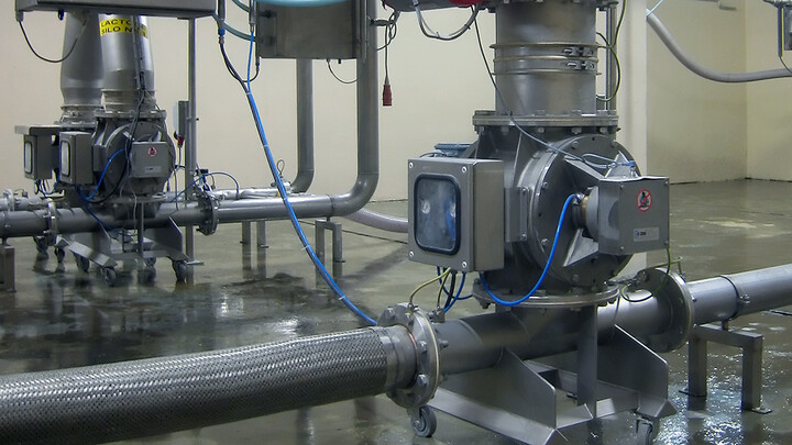 dilute phase low-pressure conveying system with rotary valve
