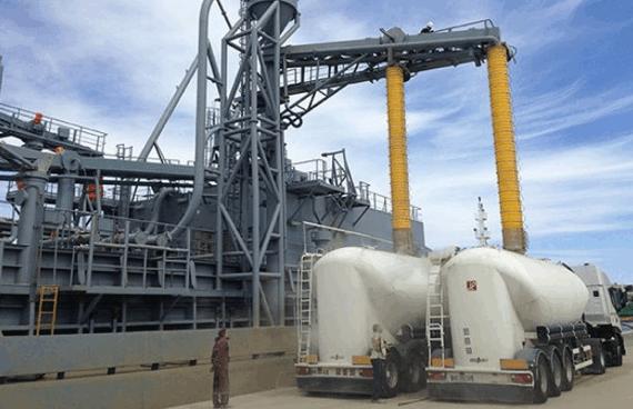 Pneumaat en balg voor stofvrije cement-overslag