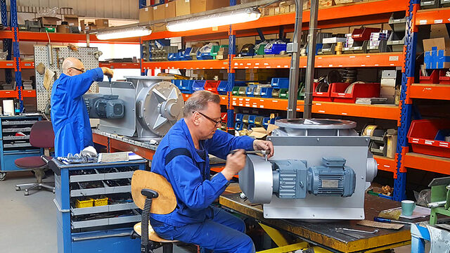 Service and maintenance on rotary valves