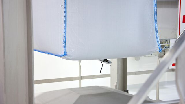 TBMA Hangend vul- en weegsysteem voor stabiele stapelbare Big-Bag's met vlakke bodem en top
